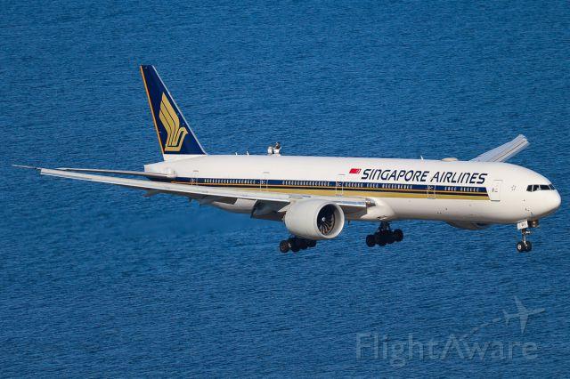 BOEING 777-300 (9V-SWV)