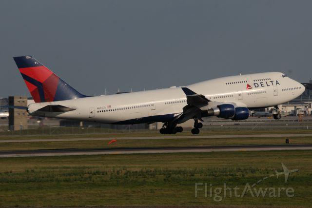 Boeing 747-400 (N674US)