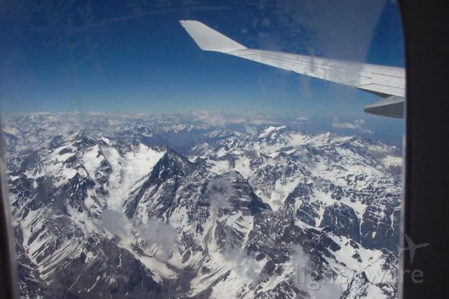 — — - Crossing the Andes from Buenos Aires (Ezeiza airport) to Santiago (Arturo Merino Benítez airport.)