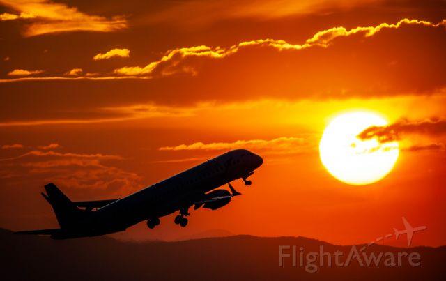 Embraer ERJ-190 (OE-LWA) - Sunset