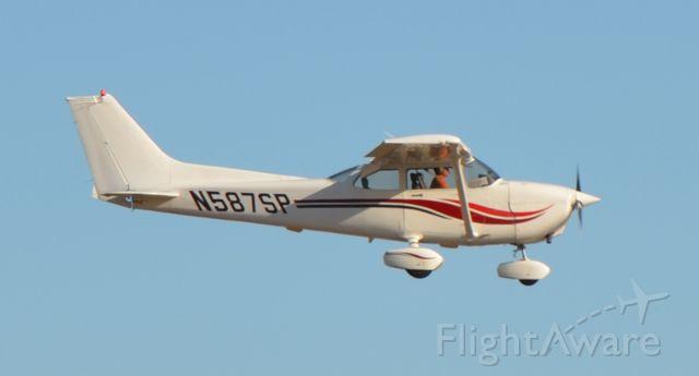 Cessna Skyhawk (N587SP)