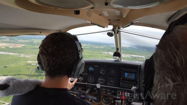 Piper Cherokee (N2833D) - Justin inbound runway 35