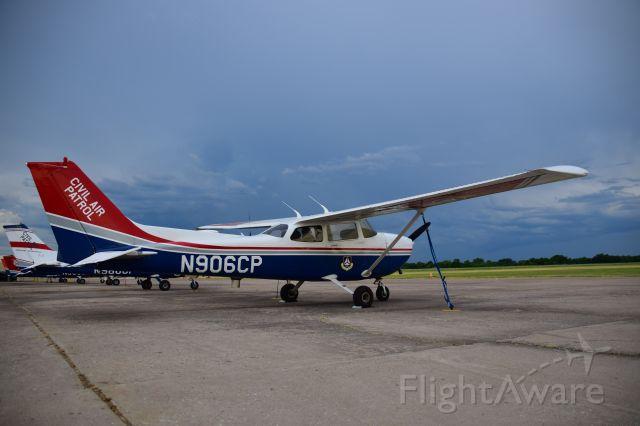 Cessna Skyhawk (N906CP)