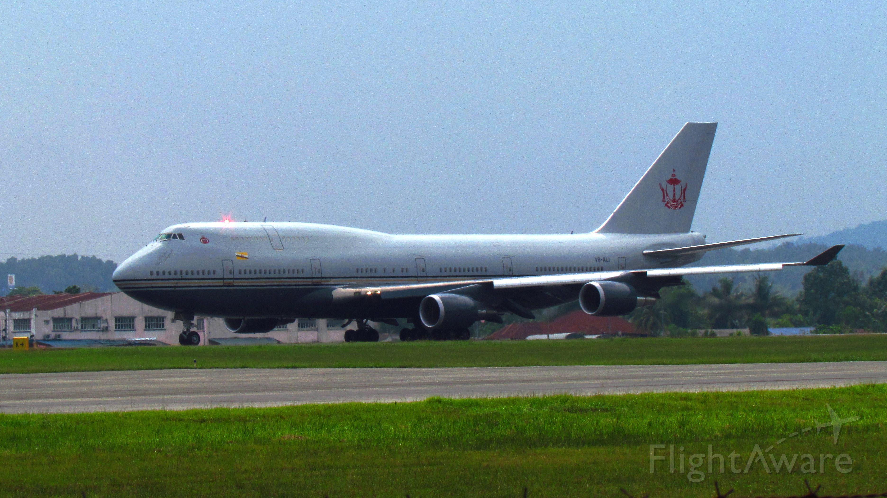 Boeing 747-400 (V8-ALI)