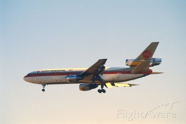 McDonnell Douglas DC-10 (N68042) - Final Approach to Narita Intl Airport Rwy34 on 1989/02/05