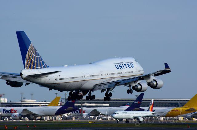 Boeing 747-200 (N118UA)