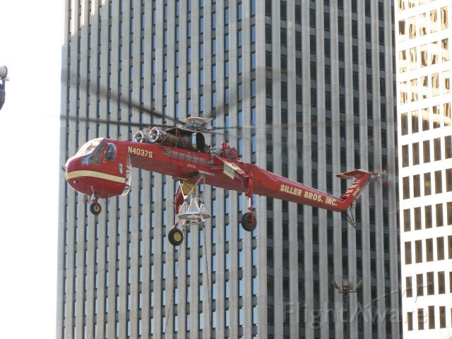 N4037S — - Heavy lift operation to the top of a downtown Houston skyscraper