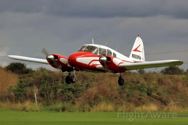 Piper Apache (N909PH)