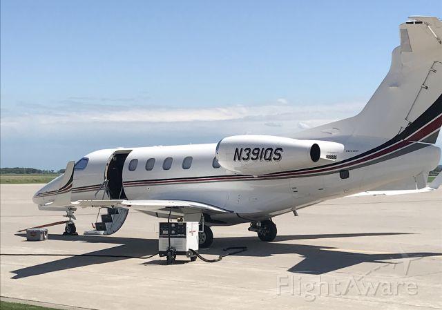 Embraer Phenom 300 (N391QS)
