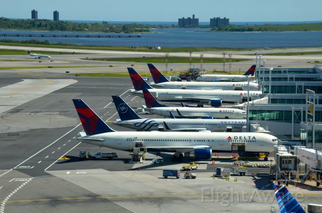 BOEING 767-300 (N1501P) - Some of Deltas fleet at New York.