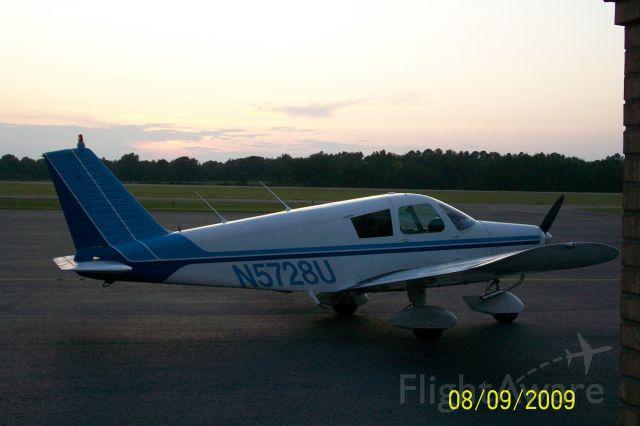 Piper Cherokee (N5728U)