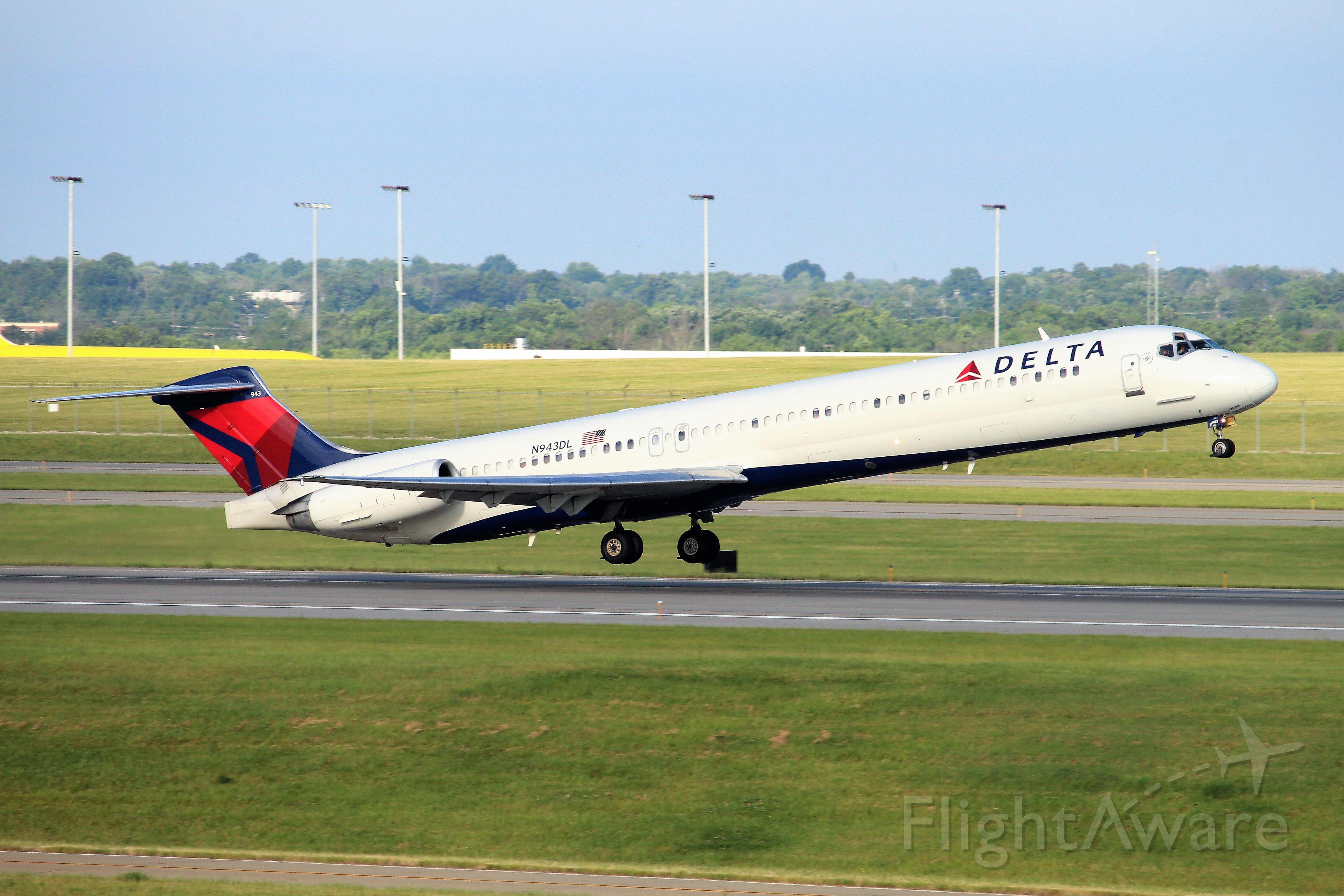 McDonnell Douglas MD-88 (N943DL)