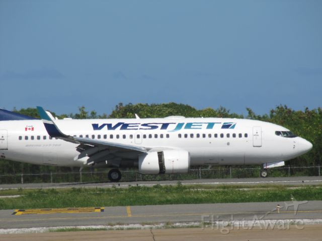 Boeing 737-700 (C-GWSO) - thrust reverser at Punta Cana