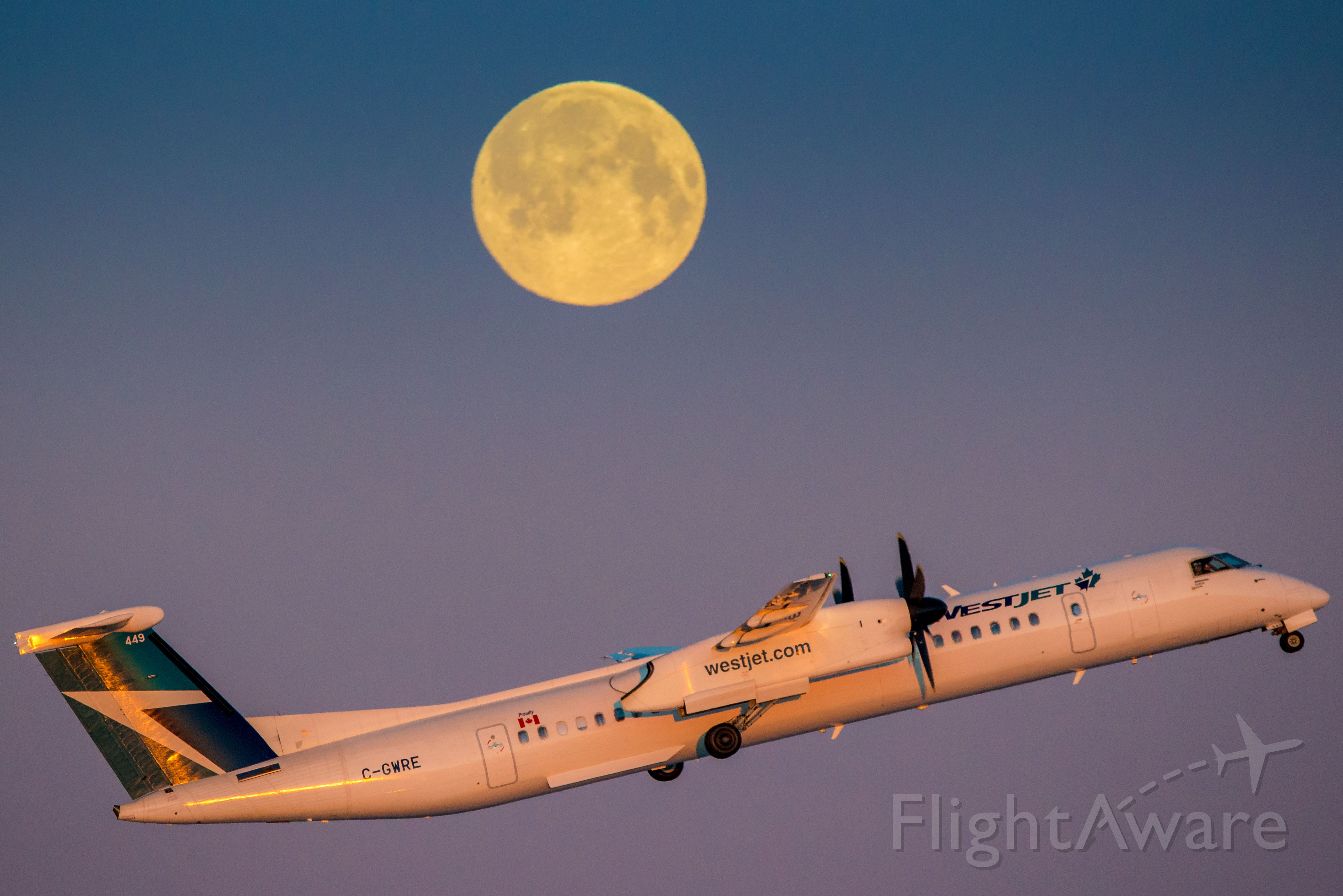 de Havilland Dash 8-400 (C-GWRE) - Encore 3147 launches off 35R under a brilliant full moon. br /br /Edit: Thank you for all the wonderful and nice comments and five stars everyone, very much appreciated!!! Glad you enjoyed!
