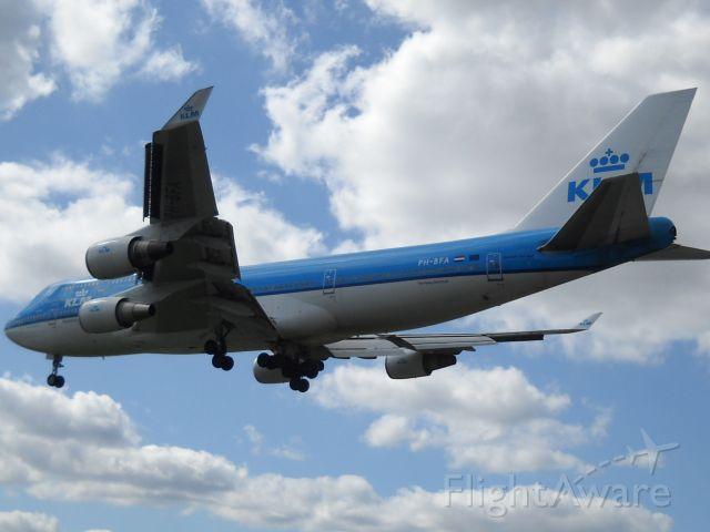 "Boeing 747-400 (PH-BFA) - KLM B747-406 named ""The Flying Dutchman"" landing on runway 23."