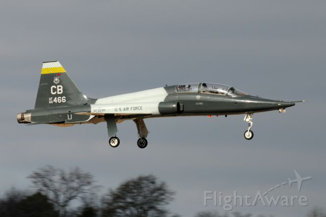 Northrop T-38 Talon (66-5466) - One touch and go on runway 6, then headed back to Columbus AFB