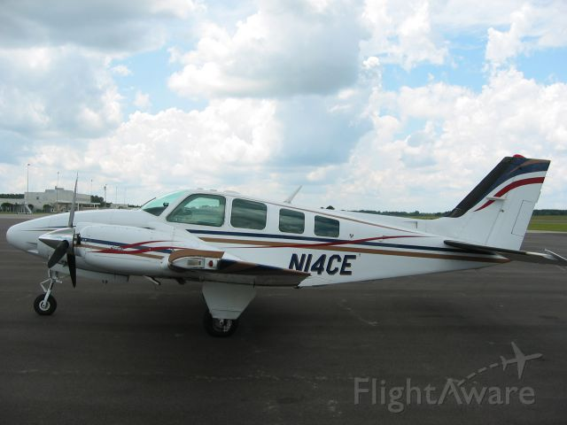 Beechcraft Baron (58) (N14CE)