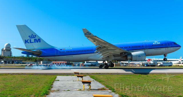 Airbus A330-200 (PH-AON) - KLM landing PH-AON landing at TNCM St Maarten.