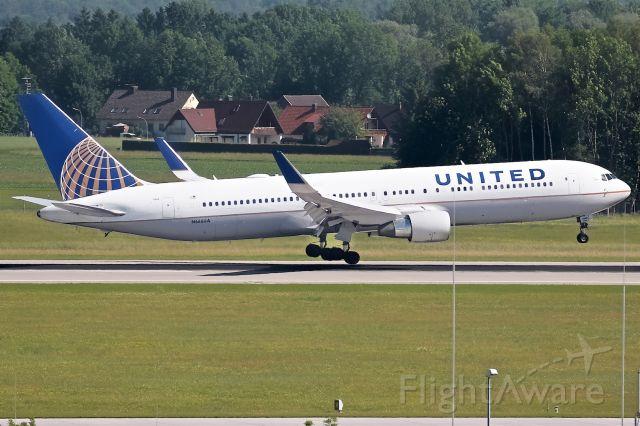 BOEING 767-400 (N666UA)