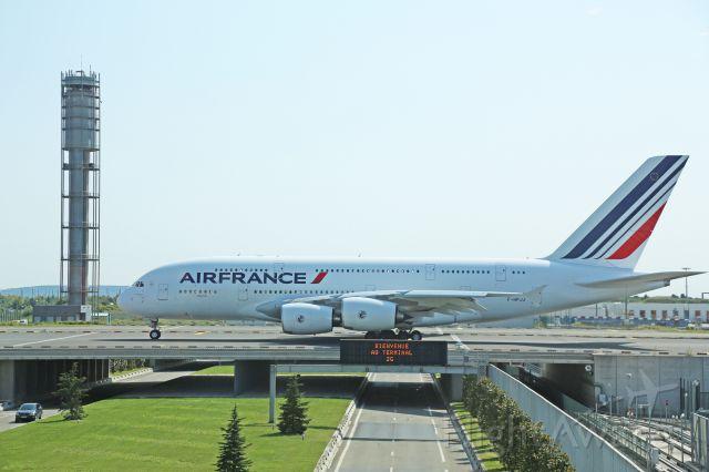 Airbus A380-800 (F-HPJJ) - Le dernier A380 de la flotte Air France pris du salon Air France Roissy Charles de Gaulle le 30 juillet 2014