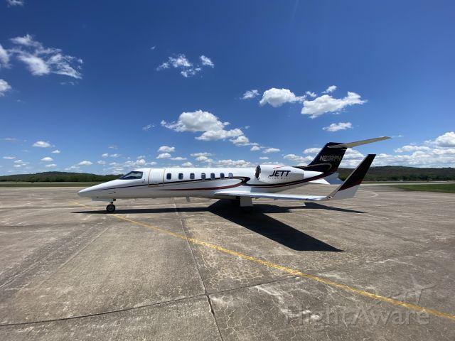 Learjet 40 (N232PH)