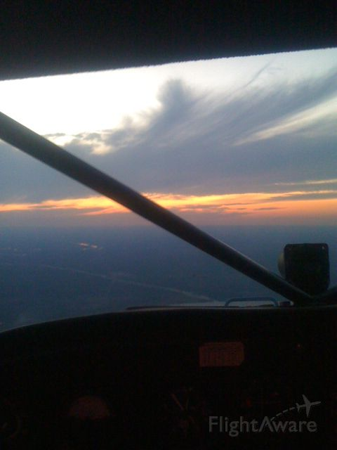 Cessna Skyhawk (N15000) - Sun set descending into Llano
