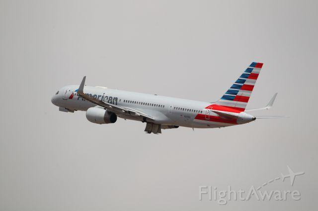 Boeing 757-200 (N201UU)