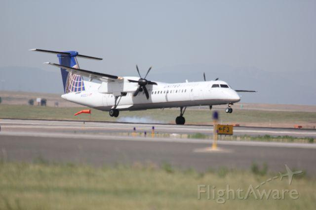 de Havilland Dash 8-400 (N502LX) - Landing on 34R.