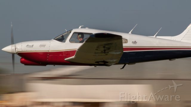 Piper Cherokee (LV-CPN) - Vuelo rasante EAA Argentina 2012. Comandante Leonardo L. Barone