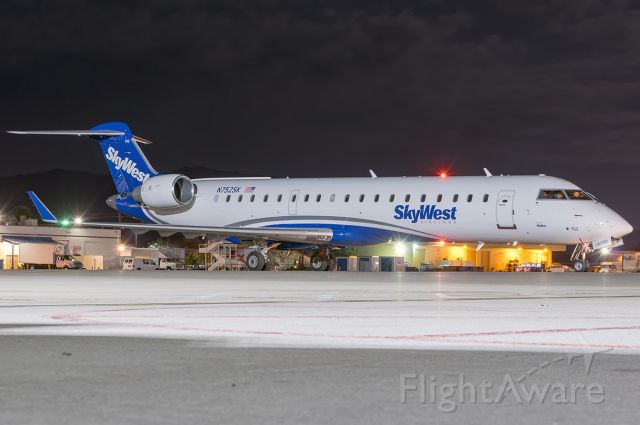 """Canadair Regional Jet CRJ-700 (N752SK) - Now putting the generic paint on the CRJ-700. Full quality photo: <a rel=""""nofollow"""" href=""""http://www.jetphotos.com/photo/8559633"""">https://www.jetphotos.com/photo/8559633</a>"""