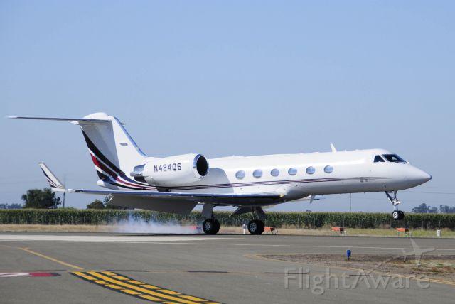 Gulfstream Aerospace Gulfstream IV (N424QS) - Gulfstream IV landing runway three-zero, Merced Regional Airport (KMCE)