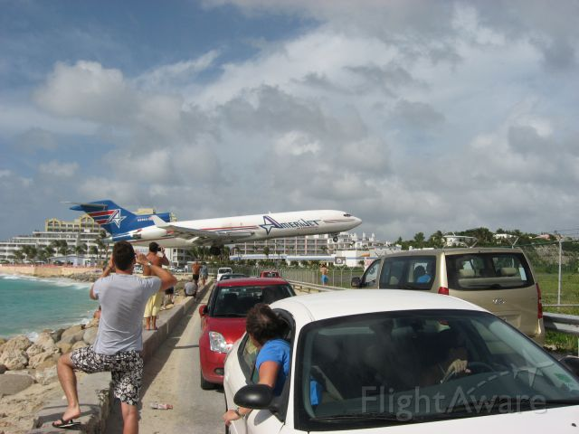 Boeing 727-100 (N598AJ) - Unusually low approach even for SXM