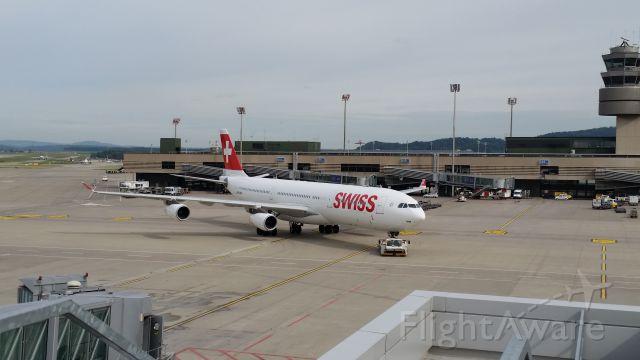 Airbus A340-300 (HB-JMM)