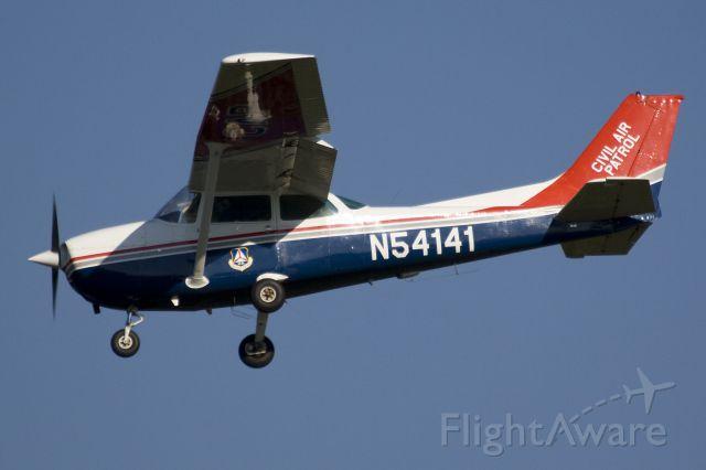 Cessna Skyhawk (N54141) - Landing runway 36