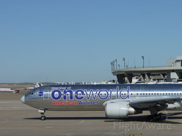Beechcraft Super King Air 200 (N395AN) - Rare ONEWORLD occurrence at DFW.