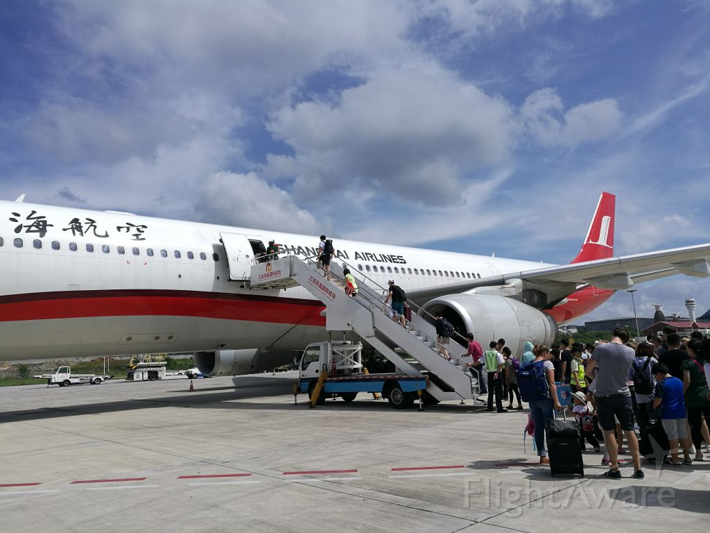 Airbus A330-300 (B-6127) - B-6127