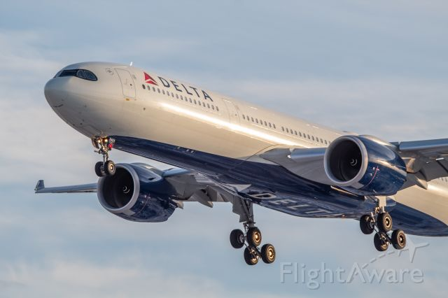 AIRBUS A-330-900 (N401DZ) - Delta's first A330-900neo coming in on 4L after its 4hr flight from Seattle as DL9754.