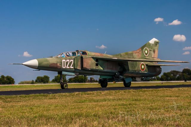 — — - MIG23 doing taxi