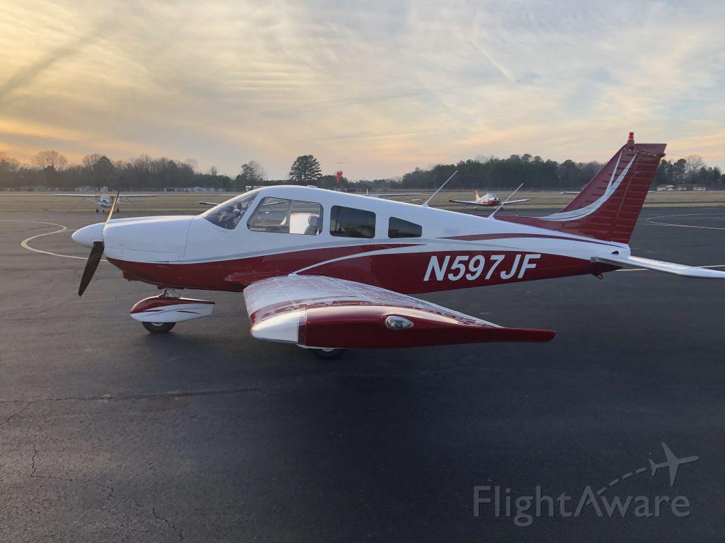 Piper Cherokee (N597JF)