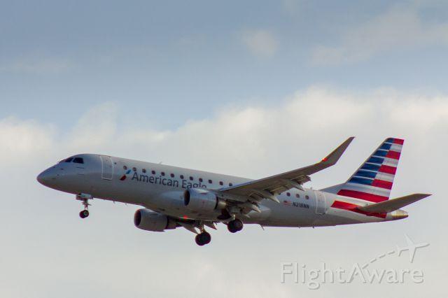 Embraer 170/175 (N218NN) - American Eagle ERJ-170 landing at LAX