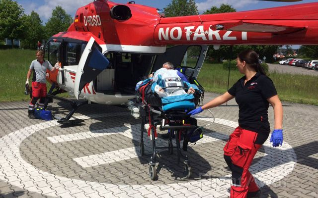 Eurocopter EC-635 (D-HDSD) - ECMO use , heart weakness - EC- H145 rescue helicopter ( DRF )