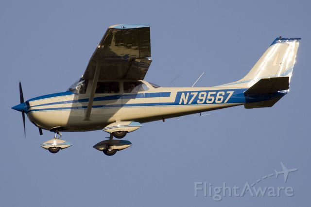 Cessna Skyhawk (N79567) - Landing runway 36, one of many touch and go