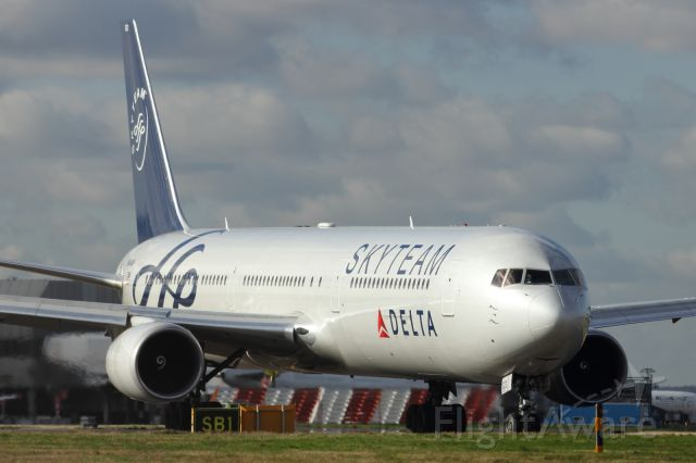 — — - Delta B767-400, sporting Skyteam livery, holds before runway 027L at LHR.