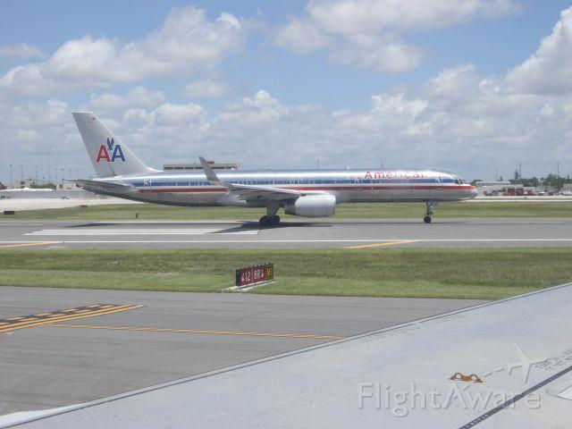 Boeing 757-200 (N677AN)