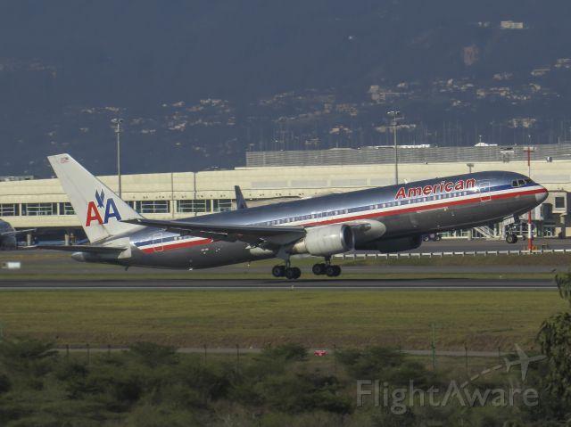 BOEING 767-300 (N39367)