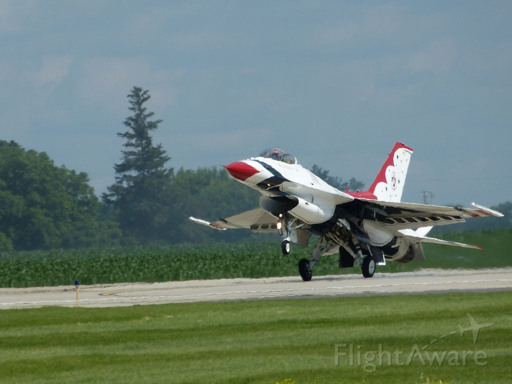 Lockheed F-16 Fighting Falcon (TBIRD1) - Touchdown! Mankato MN. June 28, 2015