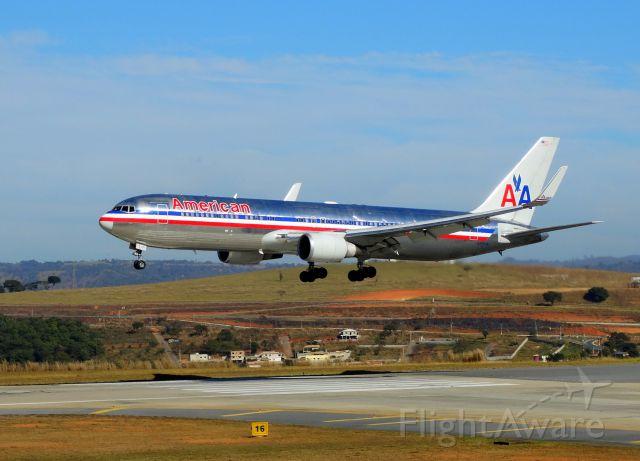 BOEING 767-300 (N377AN)