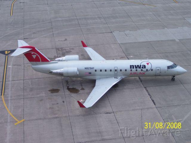 Canadair Regional Jet CRJ-100 (N829AY)