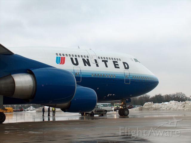 Boeing 747-400 (N198UA) - Diverted flight from Beijing on Custom