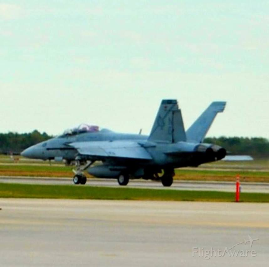 "USN — - Super Hornet from VF-41 ""Black Aces"" Callsign: Fast Eagle 11"